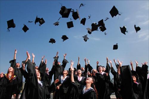 Do primeiro período a formatura: a trajetória do universitário